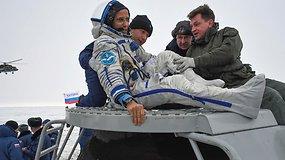 Po 168 dienų kosmoso stotyje – laikas grįžti namo: trys astronautai baigė savo misiją