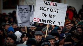 Sukrėsta Slovakija išėjo į gatves: po žurnalisto nužudymo – protestas prieš korupciją