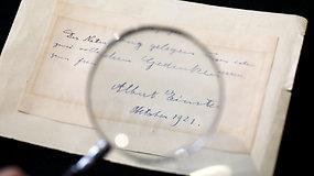 Aukcione parduodami A.Einsteino laiškai atskleidžia jo asmeninio gyvenimo detales