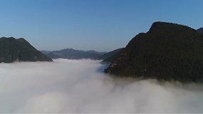 Kerinti debesų jūra sutyvuliavo virš Kinijos kalnų