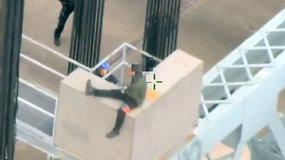 Niujorko policija išgelbėjo nuo tilto grasinusį nušokti vyrą