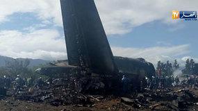 Alžyre sudužo karinis lėktuvas – žuvo mažiausiai 247 žmonės