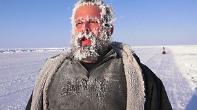 Šiaurės ašigalio maratono dalyviai nepabūgo -33 laipsnių šalčio