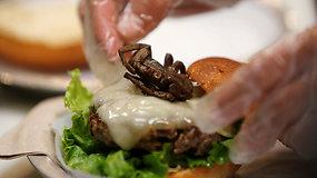 Egozotiniai mėsainiai su tarantulais –  būdas įveikti fobiją