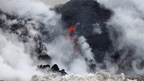 Kilauėjos ugnikalnio lava teka į Ramųjį vandenyną – iškilo mirtino pavojaus grėsmė