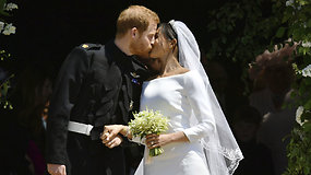 Princas Harry ir Meghan Markle santuoką sutvirtino pirmuoju jaunavedžių bučiniu