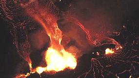 Kerintis ir kartu dramatiškas vaizdas: Kilauėjos ugnikalnio lava toliau teka į vandenyną