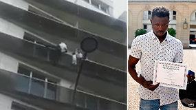 Paryžiuje mažametį išgelbėjęs emigrantas iš Malio sulaukė šalies prezidento dėmesio