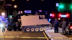 Neįprastos gaudynės JAV: policija vijosi kario pavogtą šarvuotį