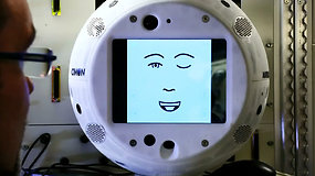 Pirmasis intelektualus astronautams skirtas robotas tikisi susirasti draugų kosmose