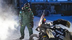 Į šalčiausią gyvenimo kelionę motociklu išvykęs Karolis Mieliauskas susidūrė su pirmais gedimais dėl šalčio