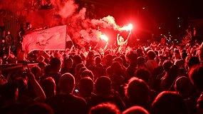 """Po 30 m. """"Liverpool"""" ir vėl tapo Anglijos čempionais – gatvėse šventė tūkstančiai žmonių"""