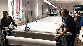 Vilniaus siuvykloje darbas nesustojo – intensyviai siuva kaukes