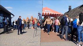 Saulėta diena į Trakus priviliojo minias žmonių