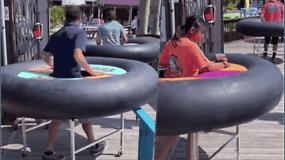Restoranas kūrybiškai privertė klientus laikytis saugaus atstumo – kiekvienas gauna po atskirą staliuką ant ratų