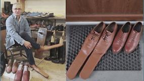 Sugalvojo, kaip priversti žmones išlaikyti saugų atstumą: apaus neįprastai ilgais batais, kurie trukdys prieiti