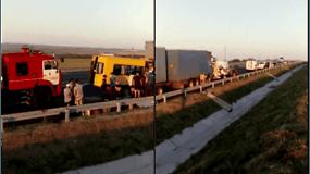 Kryme mikroautobusui susidūrus su sunkvežimiu žuvo mažiausiai 9 žmonės