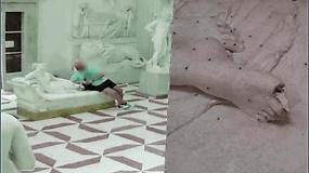 Kameros nufilmavo, kaip ant žymios skulptūros prigulęs turistas nulaužia jai pirštus