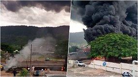 Nigerijoje šalia greitkelio sprogus dujovežiui žuvo mažiausiai 28 žmonės