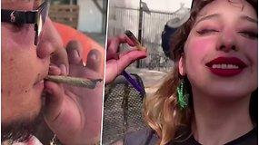 Marihuanos mėgėjai užsirūkė tiesiai priešais Senato langus – rekalauja legalizavimo