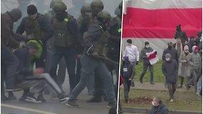 Vaizdai iš Baltarusijos: protestuotojai talžomi milicininkų lazdomis, gatvėse aidi kurtinamosios granatos