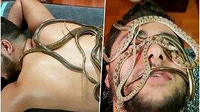 Vieniems didžiausias košmaras, o kitiems pramoga: siūlo masažą, kurio metu per nugarą ir veidą šliaužioja gyvatės