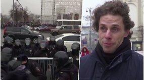 """Mokytoją, sulaikytą per protestus Rusijoje, atleido dar areštinėje: """"WhatsApp"""" skambučiu apkaltino už """"amoralią veiklą"""""""