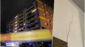 Evakuoti visi Vilniaus daugiabučio gyventojai: skyla sienos, kada bus leista grįžti – neaišku