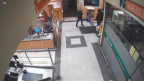 Slaptos kameros užfiksavo chuliganišką elgesį Radviliškio parduotuvėje