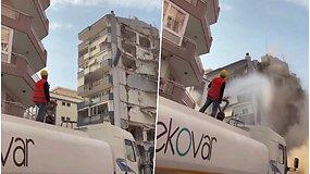 Užfiksavo dramatišką akimirką – griaunamas pastatas per klaidą užvirto ant gyvenamojo namo