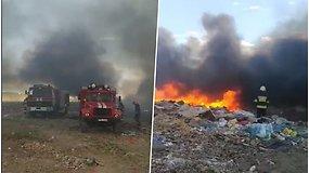 Užsiliepsnojo sąvartynas – gesinti gaisro sulėkė gausios ugniagesių pajėgos