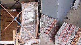 Sulaikytas stambus kontrabandos krovinys – cigaretes gabeno kartono krovinyje
