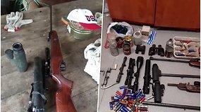 Trakų rajone pareigūnai aptiko neteisėtai laikomų šaunamųjų ginklų bei šaudmenų arsenalą