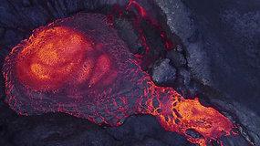 Burbuliuojanti lava ugnikalnio krateryje – dronas užfiksavo kvapą gniaužiančius vaizdus