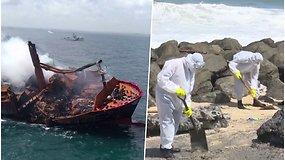 Skęsta chemikalus gabenęs ir beveik 2 savaites degęs laivas – pakrantę valo šimtai karių