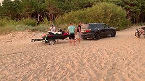 Palangos paplūdimyje motociklus tempę automobiliai – poilsiautojų dėmesio centre