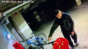 Vilniaus daugiabučio požeminiame garaže nufilmuotas įtartinas vyras