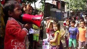 Protestuoti prieš perversmą ryžosi net Mianmaro vaikai  –  skanduodami drąsiai žygiavo gatvėmis