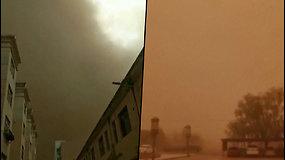 Didžiulė smėlio audra nusiaubė Kinijos regioną – dangus nusidažė apokaliptine geltona spalva