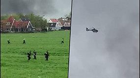 Minia policininkų ir sraigtasparnis per laukus vijosi nusikaltėlius – girdėjosi šūviai