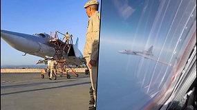 """Rusijos bombonešiai Tu-22M3 atliko skrydį virš Viduržemio jūros: lėktuvų įgulos """"įgijo praktinių įgūdžių"""""""