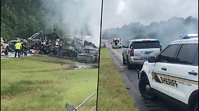 Siaubinga avarija JAV nusinešė 9-ių vaikų gyvybes – susidūrė apie 18 automobilių