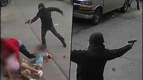 Niujorko policija užfiksavo kraupų vaizdą – mažamečių vaikų akivaizdojeapšaudė jauną tėvą