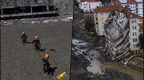 Turkiją skalauja potvyniai – gyventojus teko sraigtasparniais nukelti nuo namų stogų