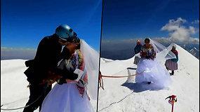 Neįprasta vestuvių vieta – pora susituokė ant Illimani viršukalnės