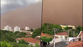 Pamatykite, kaip didžiulė smėlio audra uždengia Braziliją – dangus įgijo oranžinį atspalvį
