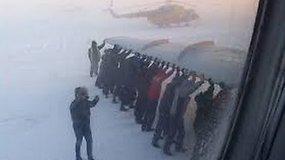 Rusijoje keleiviai stūmė lėktuvą, spaudžiant 52 laipsniams šalčio