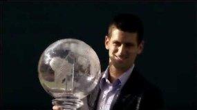Novakas Džokovičius atsiėmė pirmos pasaulio raketės trofėjų