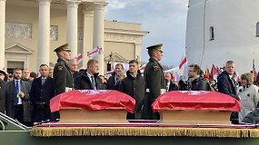Sukilėlių laidotuvių procesija pajudėjo į Rasų kapines