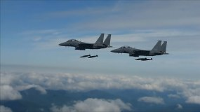 Pietų Korėja surengė bombardavimo pratybas